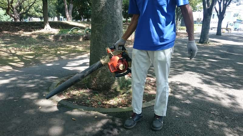 公園でのブロアー作業