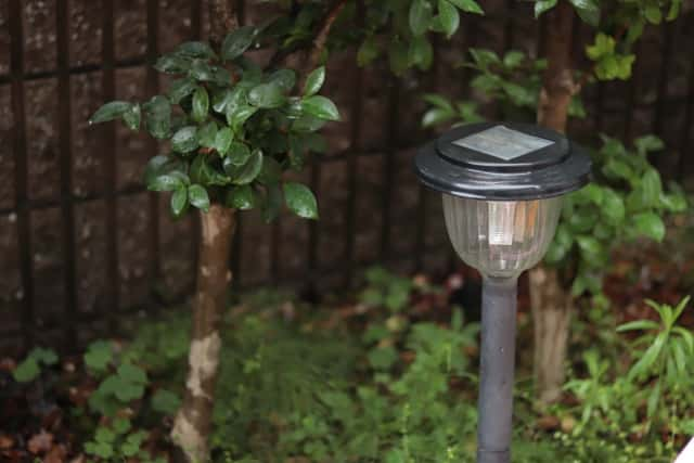 ソーラー充電式ガーデンライト