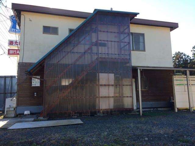 2階建て倉庫の外観