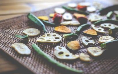 菊芋を乾燥させてチップスに