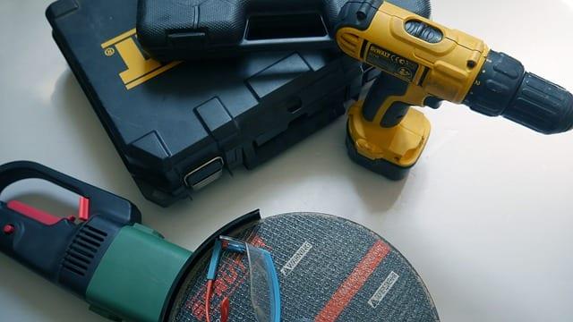電動工具とケース
