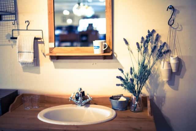 洗面所にもドライフラワーは似合う