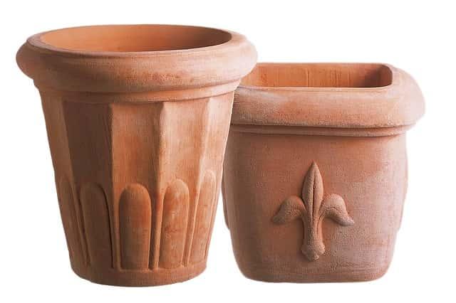 飾りのある素焼き鉢