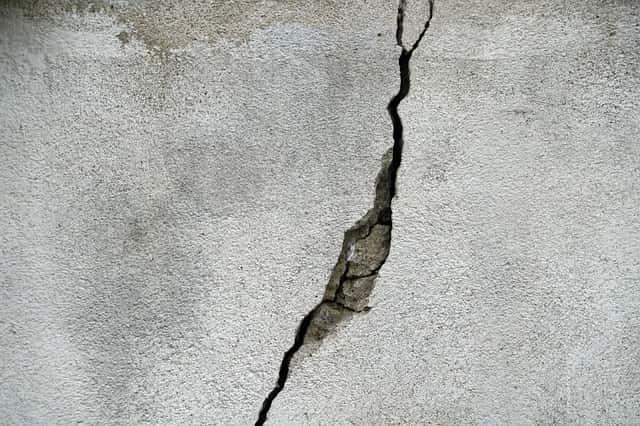 亀裂が入ったコンクリート