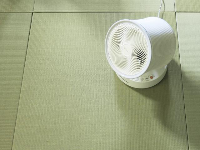 畳の上のサーキュレーター
