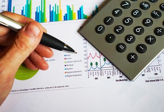 計算機と収支グラフ