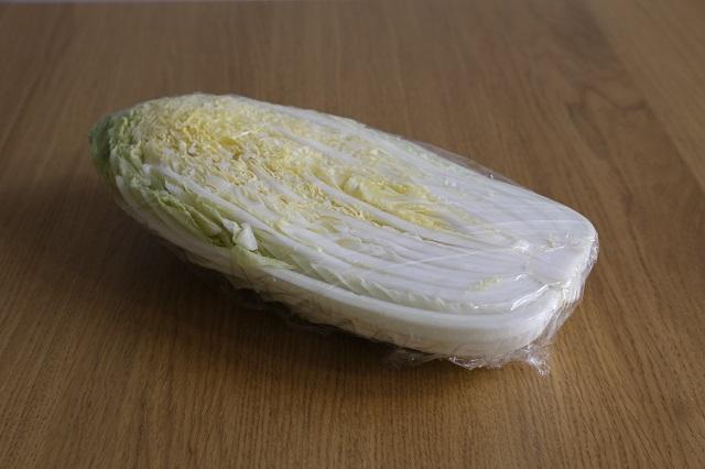 ラップに包んだ白菜