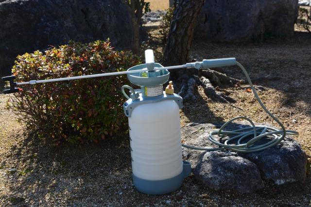 農薬を散布する噴霧器とノズル