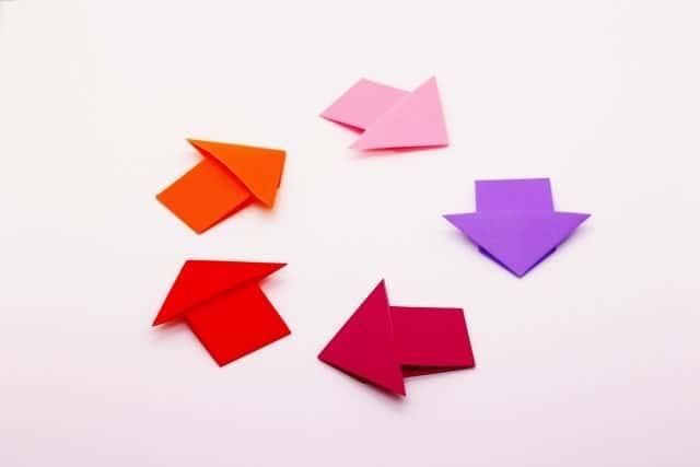 ローテーションを意図する折り紙で作った矢印