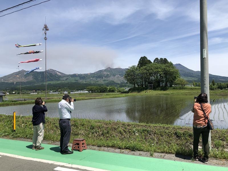 田んぼを撮影する人たち