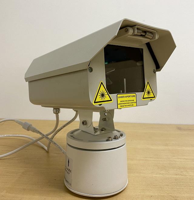 防犯カメラのようなスタイルの防鳥システム