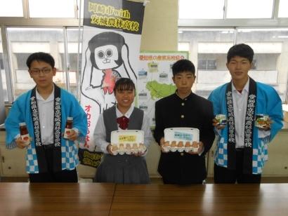 即売会に参加する愛知県立安城農林高等学校の生徒